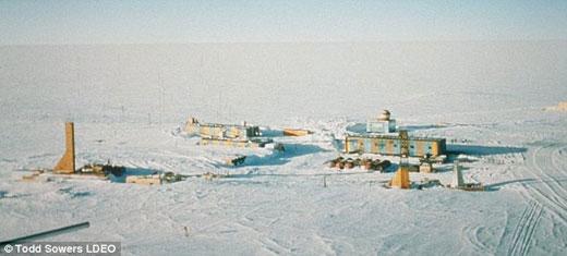 由前苏联建于1957年的东方站(Vostok Station)是所有南极考察站中海拔最高的一个。
