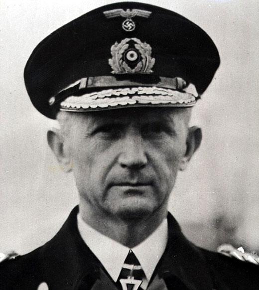 纳粹海军上将卡尔·唐蒂兹(Karl Dontiz)在1943年说,德国的潜艇舰队在南极建起了一座攻不破的堡垒。