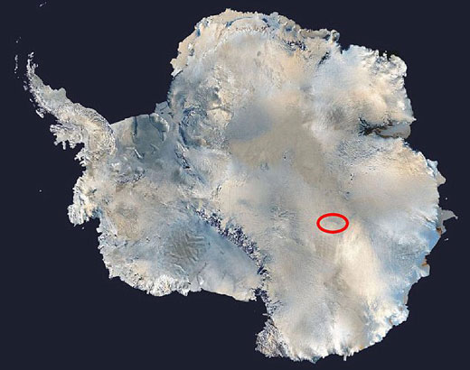 红色圆环表示的沃斯托克湖的位置。