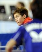 图文:[乒乓球]卡塔尔赛首轮 冯亚兰眼神犀利