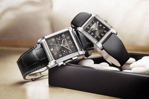 (由左至右)Baume & Mercier Hampton 精钢腕表$37,400、Baume & Mercier Hampton 镶钻腕表$35,600