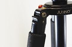 此外,脚架的最大折叠角度是90度,方便一些不稳定地点让脚架起到最大的稳定程度。