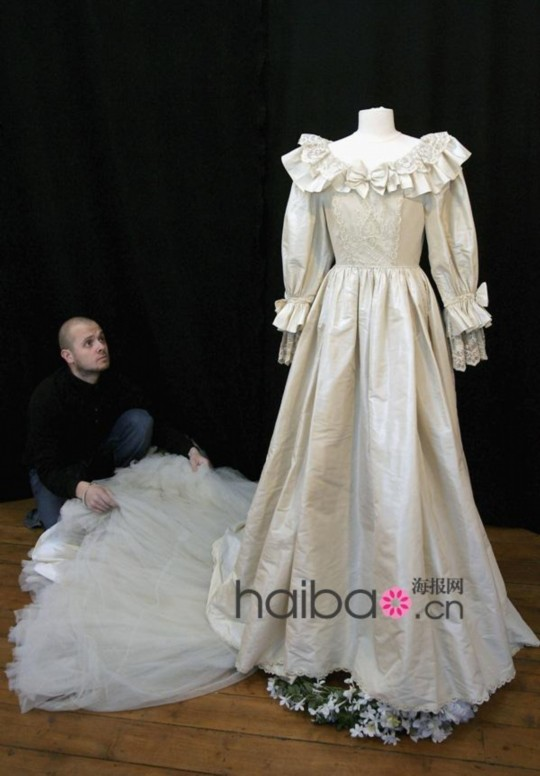 戴安娜王妃梦幻婚纱美国展出 惊艳全球观众