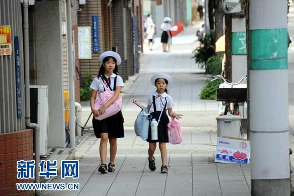 日本小学生户外活动奋斗(图)会计减少学历中级初中图片