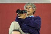 图文:卡塔尔赛女单1/4决赛 米卢变身摄像师