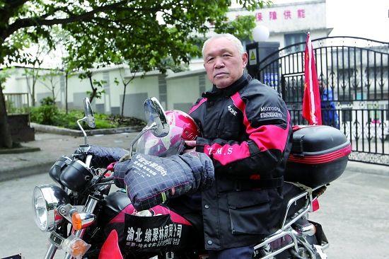 骑摩托的重庆老人唐朝阳