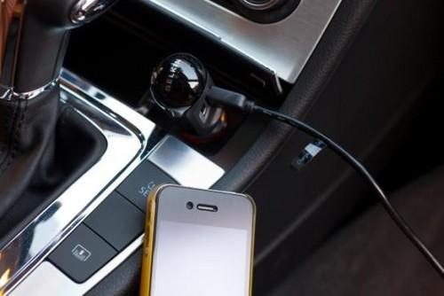iPod/iPhone双USB可同时为两台设备充电