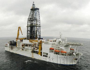 """2月14日,日本深海探测船""""地球号""""在爱知县渥美半岛海域进行海底"""