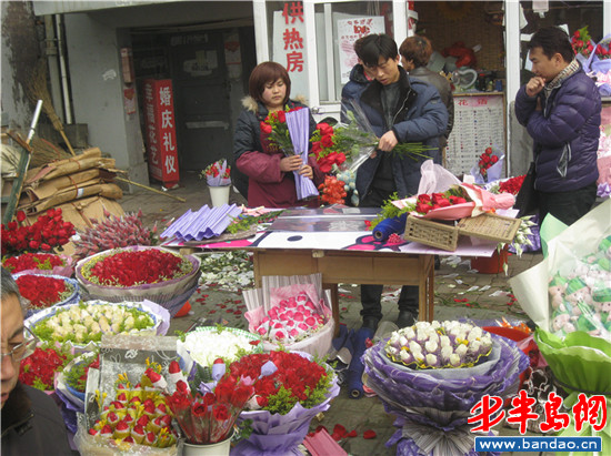 花店员工正打算坐公交去送花