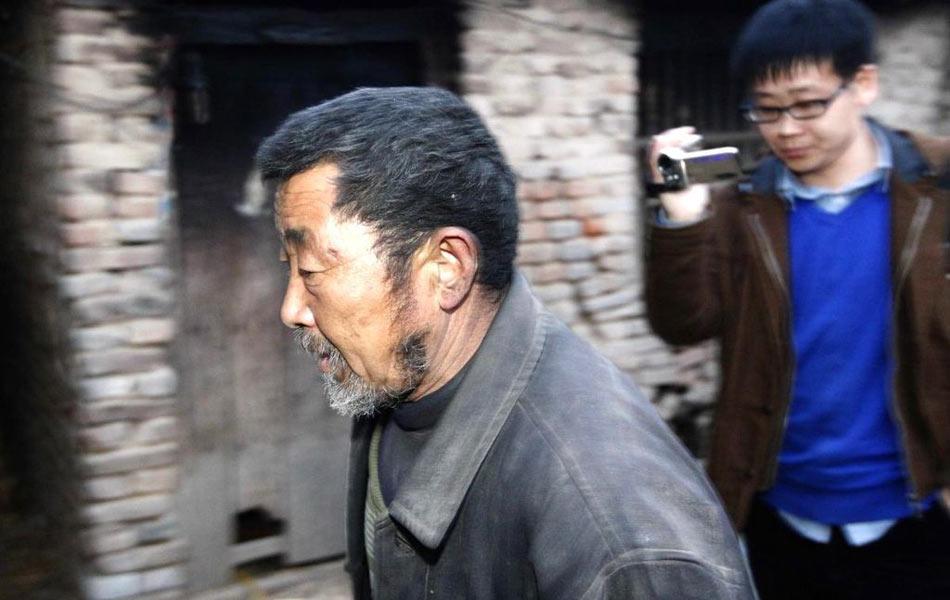 操老汉_开封60岁老汉囚虐年轻女子两年(组图)