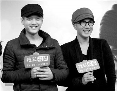 刘恺威(右):为什么我的情戏总是很虐心呢? 本报记者吴平摄