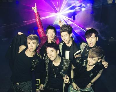 韩国天团2PM跨国献爱心。