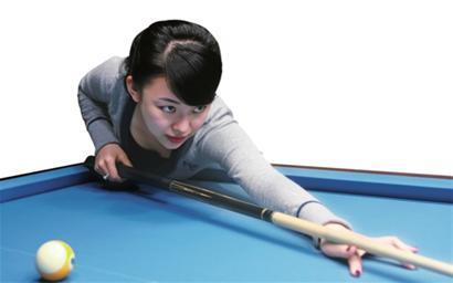 潘晓婷在打台球-潘晓婷研发台球球具巧克 称拉杆33次不打滑