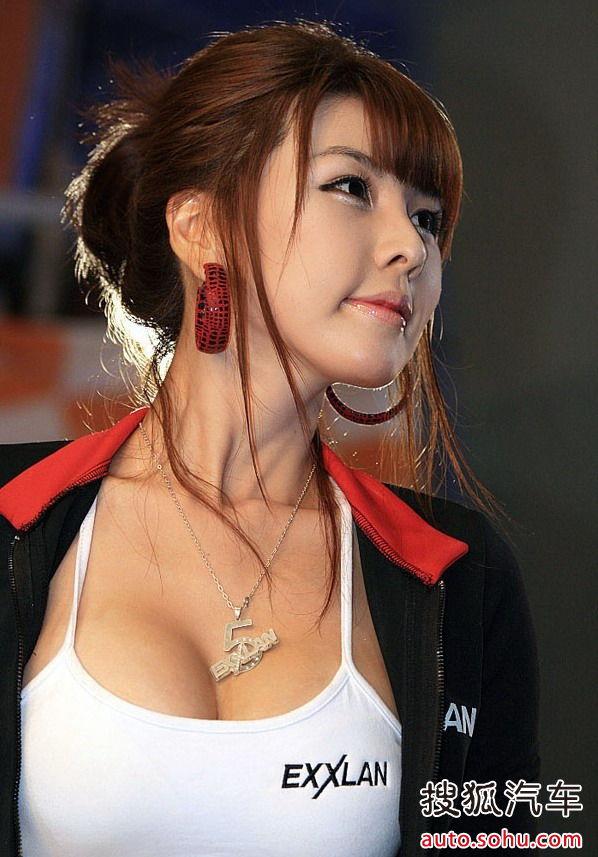 人间胸器 韩国美女在展会上的内衣外秀 搜狐汽