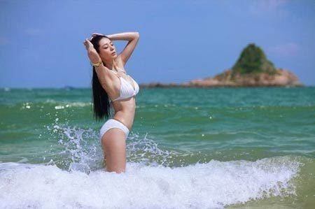 海浪与美女浑然天成