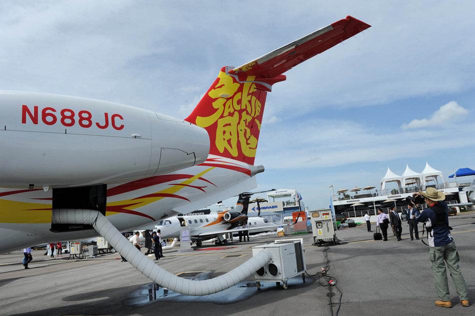 成龙私人飞机亮相新加坡航展 价值2亿元