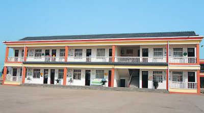 张桥留守儿童寄宿学校教学楼。