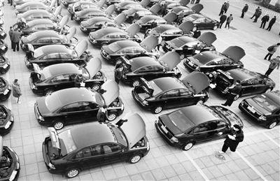 上午,在亚运村机动车检测场,全国两会用车开始检测摄/记者 郭谦