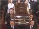 视频:惠特尼-休斯顿正式出殡 亲友抬棺椁走出教堂