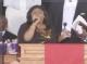 视频:惠特尼葬礼 Kim Burrell献唱全体起立