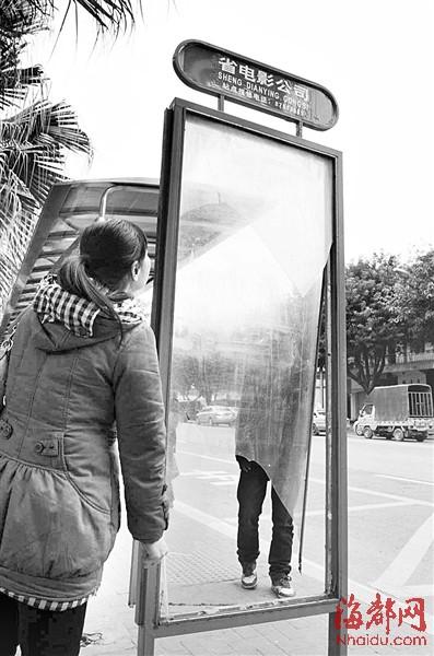 省电影公司公交车站站牌全没了