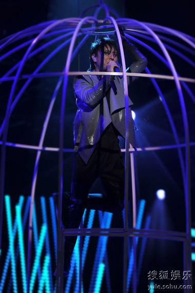 《歌声传奇》曹轩宾为唱《囚鸟》变身笼中人
