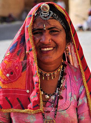 戴戒指的讲究_揭秘印度人如何防女人出轨 鼻子穿眼脚上镣铐(组图)-搜狐滚动