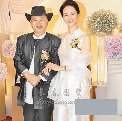 揭娱乐圈老夫少妻_组图:揭娱乐圈老夫配少妻 马景涛与娇妻相差20岁-搜狐滚动