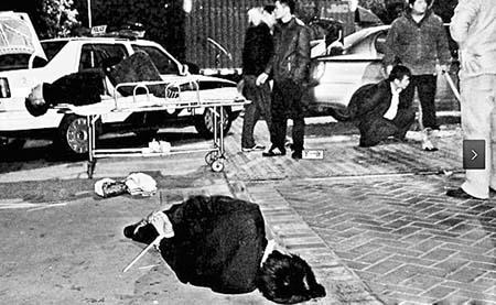 警匪凌晨街头枪战 双方对射十几枪(图)