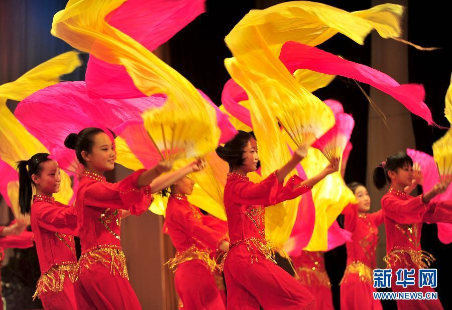 ...藏历新年.当日,山东济南西藏中学师生和济南市中区11所中小...