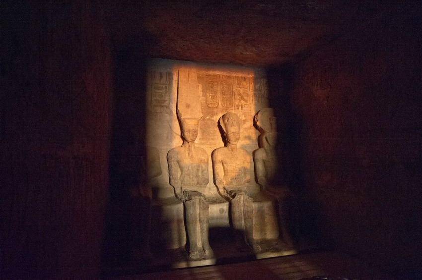 高清 埃及阿布辛贝神庙迎来 日光节