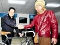 大鹏歪唱《你的背包》:搞笑日本人武汉丢车
