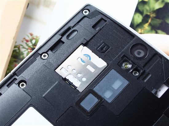 索尼LT26i的microSIM卡插槽