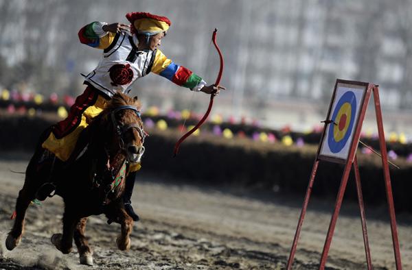 组图:马背上骑马民族新年欢庆v组图展藏历特色长寿路468号空手道图片
