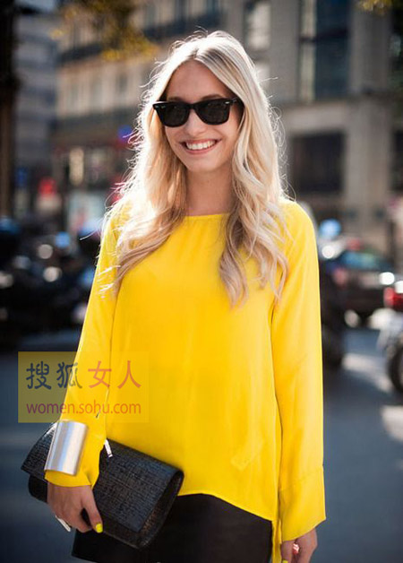 黄色衣服太明显怎样回比人_开春穿明媚黄色 青春活泼变萌女!