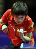 图文:亚锦赛中国女乒3-0韩国 刘诗雯正在发球