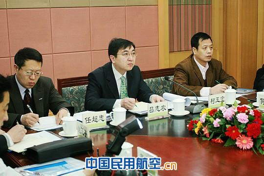 民航北京安全监管局局长吕志农出席会议.