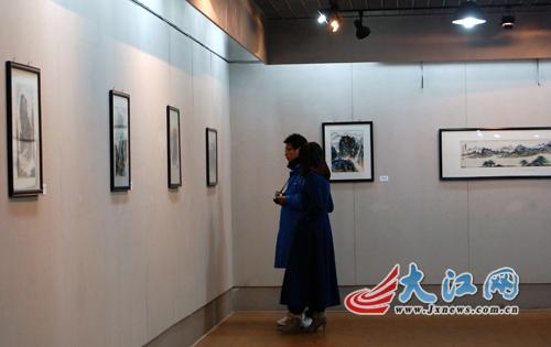 大江网讯 记者   朱正   充满江西特质的瓷画作品