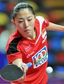 图文:乒乓球亚锦赛女团决赛 于梦雨比赛中回球