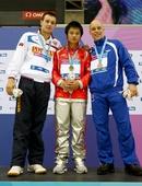图文:跳水世界杯邱波10米台夺冠 领奖台合影
