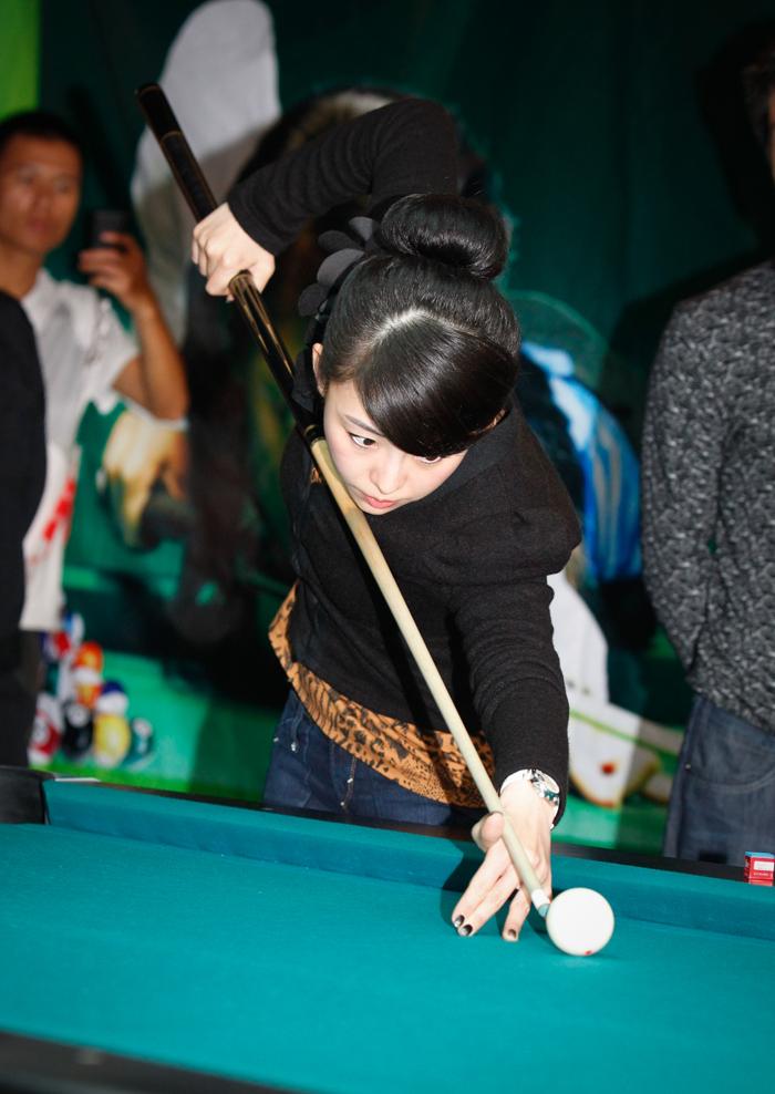 潘晓婷/潘晓婷表演花式台球