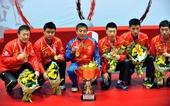 图文:乒乓球亚锦赛男团决赛 刘国梁和弟子合影