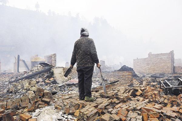 农村用电设备增多造成老化的电力线路超负荷,极易诱发火灾.图片