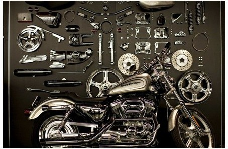 每年全国各地的摩托车拉力赛,都会聚集大批的哈雷车迷,他们骑着自己改装的爱车,或加长车把,或镀铬,或涂上火焰般的颜色,然后聚集在这里,寻找创意的灵感和个性奔放的快感。