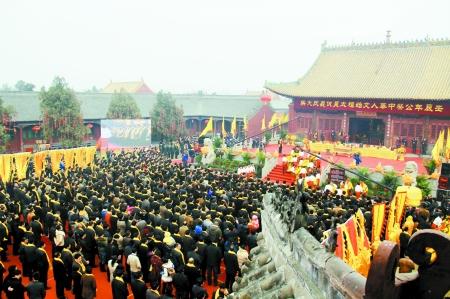 农历二月二当天,共有近50万人拜祭太昊陵