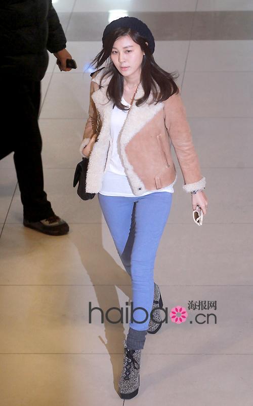 亚洲女嫩鲍_海报时尚网最新韩国女明星街拍合辑 (1-2月)(组图)