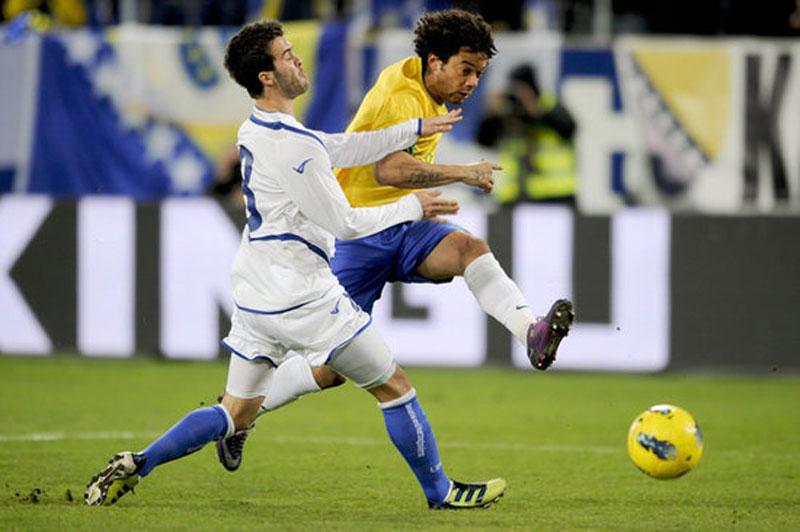 马塞洛/马塞洛左脚劲射,为巴西首开纪录
