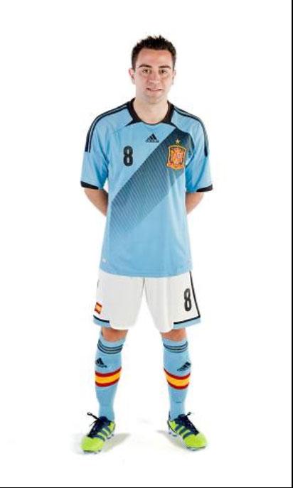 幻灯:西班牙新款客场球衣 天蓝配色展皇家气质