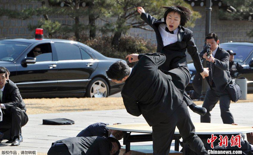 总统贴身女保镖展示武术技能