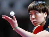 图文:乒乓球亚锦赛李晓霞获亚军 发球瞬间